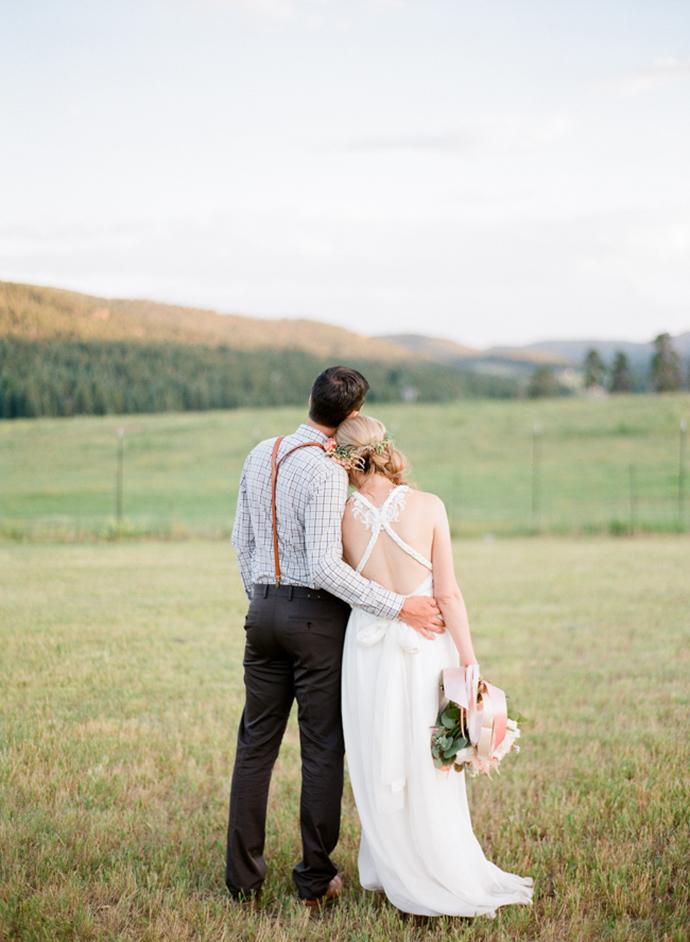 Colorful_Bohemain_Barn_Colorado_Wedding_by_Connie_Whitlock_190.jpg