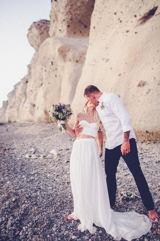 Photo by  Chris Spira Photography via  Rock N Roll Wedding