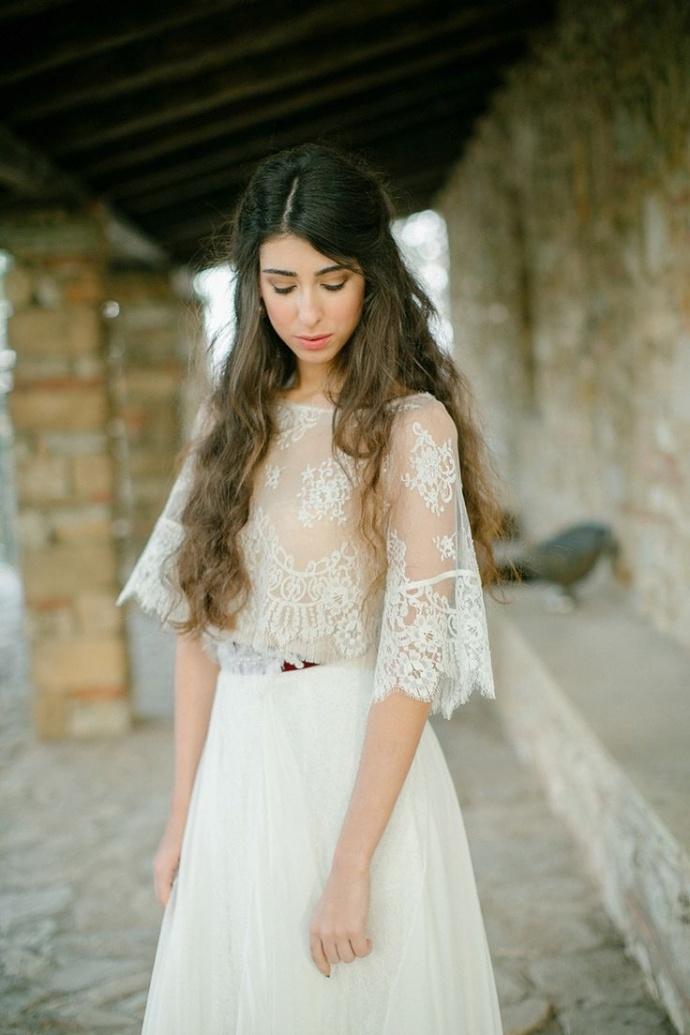 Photo by  Anna Roussos Photography via  Style Me Pretty