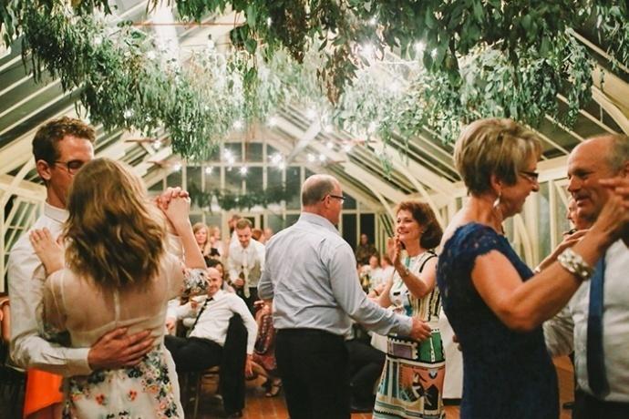 LaraHotzPhotography_Wedding_Sydney_Photographer_7643-690x460.jpg