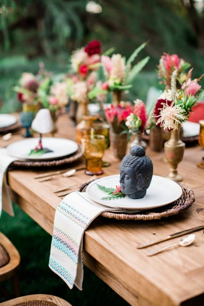 Photo by  Elisabeth Arin Photography  via  Style Me Pretty