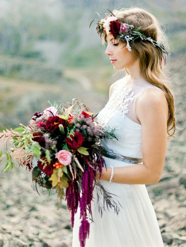 21 fall flower crown ideas   inspiration for boho brides — Wedpics Blog 329bc718972