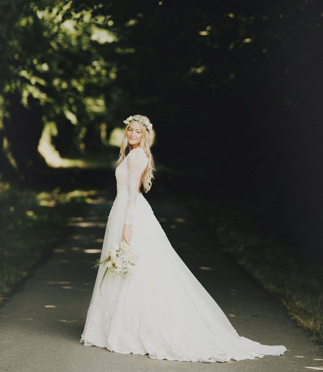 Photo by  Logan Cole Photography  via  Green Wedding Shoes