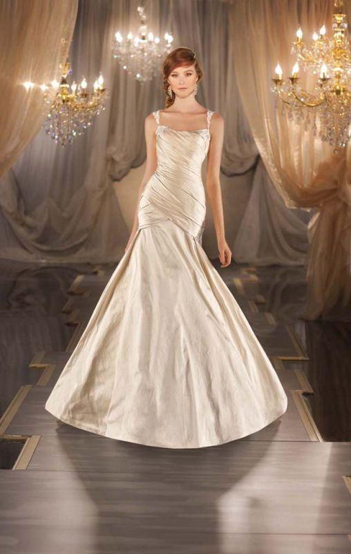 Monday Morning Obsession: Martina Liana Figure-Hugging Wedding Dress ...