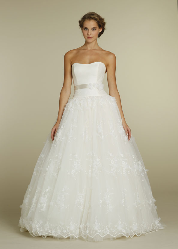 b400850e1f How To Choose The Perfect Wedding Dress Based on Your Body Type ...