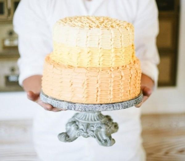 Tasteful and tasty: 30 unique ruffled wedding cakes — Wedpics Blog