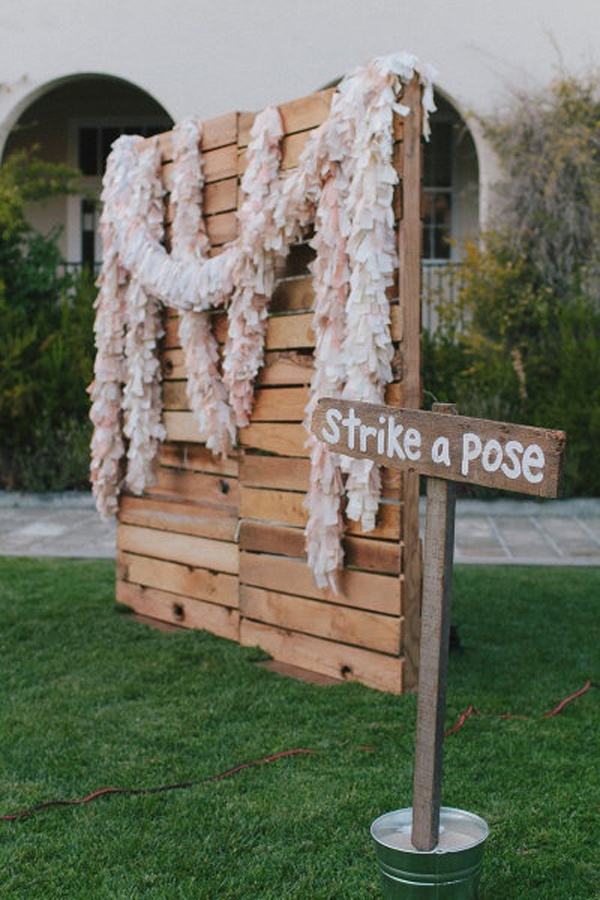14 Unique Photobooth Backdrop Ideas For Awesome Wedding Day Photos