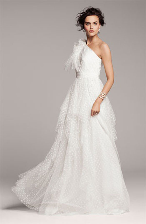 wedding dresses, wedding gowns, wedding dress with bows, wedding fashion, wedding style, wedding gown with bow, wedding dress with bow, wedding gown bow, wedding style 2013, wedding fashion 2013, wedding dress 2013, strapless wedding dress, sleeveless wedding dress, wedding dress ribbon, wedding dress lace, wedding dress sash, wedding dress sash bow, wedding gown sash, bridal bow, bride bow, bride sash