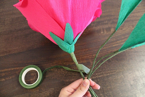 Diy giant paper rose for your wedding bouquet wedpics blog diy giant paper rose wedding flower craft do it mightylinksfo