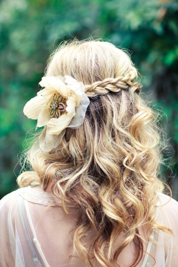 How To Wear Flowers In Your Hair Inspiration For The Boho Bride Wedpics Blog