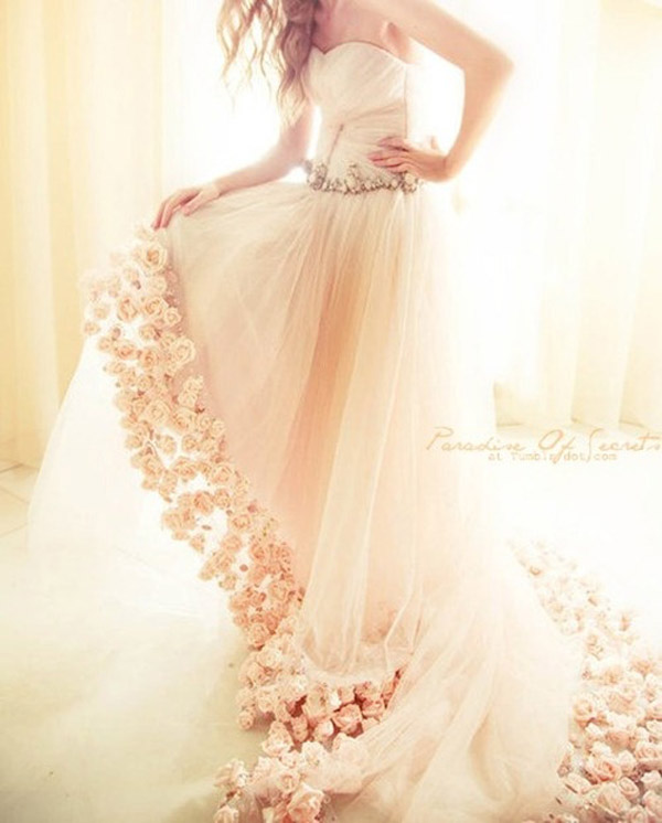 20 Unique Wedding Dresses For The Bride Who Dares To Be Different