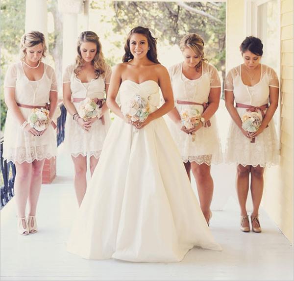 Wedding Trends we love: Lace bridesmaid