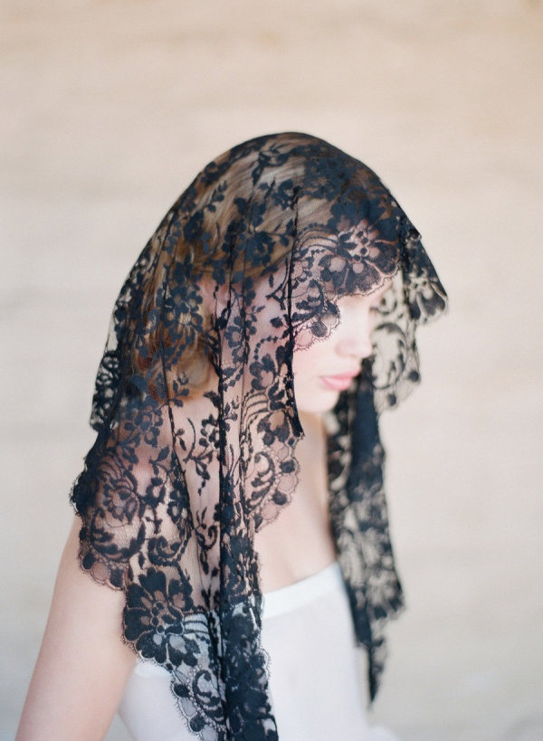 bridal, bridal veil, wedding veil, bridal accessories, accessorize the bride, bride, wedding, sheer veil, lace veil, black lace veil