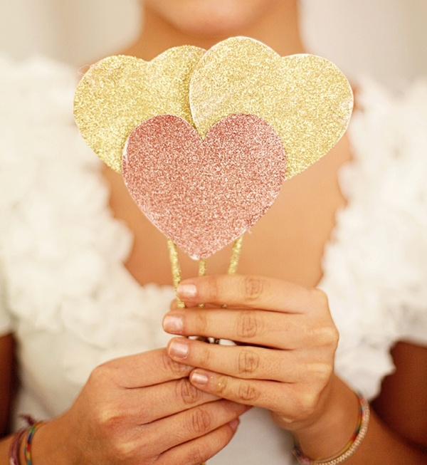Diy all things glitter for your wedding day wedpics blog diy wedding diy glitter glam champagne glasses wedding decor wedding decorations wedding inspiration junglespirit Images