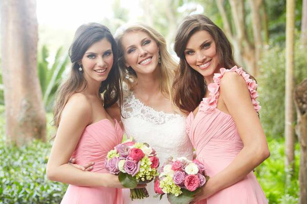 10 ways to be the coolest bridesmaid, cool bridesmaid, maid of honor, bridesmaid, how to be an awesome bridesmaid, bridesmaid guide, bridesmaid ideas, cool things for bridesmaids to do, tips and tricks, wedding ideas, wedding diy, bridal shower events, bridal party, wedding party, beautiful bridesmaids