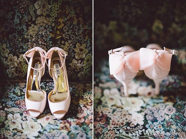 wedding, wedding photography, wedding inspiration, wedding ideas, bride, wedding shoes, pink heels, pink shoes