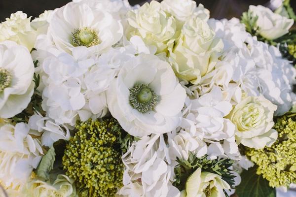 white wedding bouquet flowers