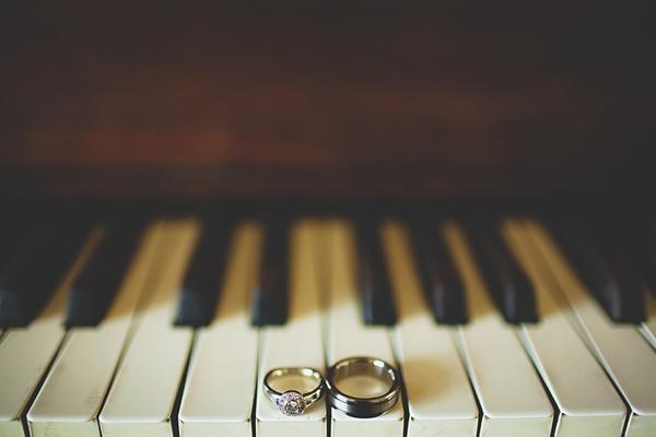 wedding ring photography piano