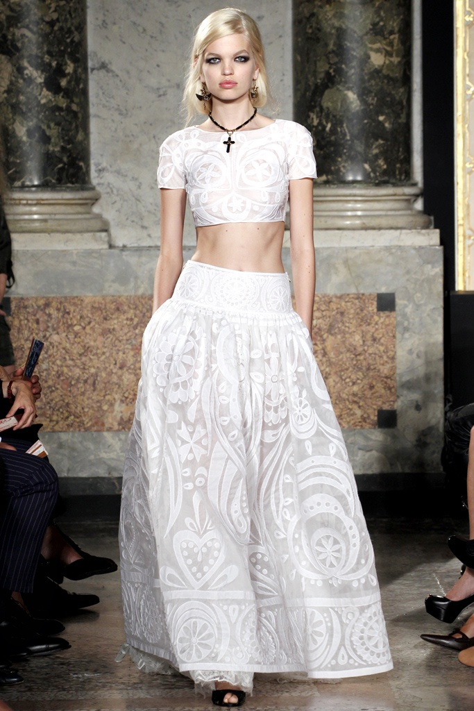 Dare to Bare: Crop Top Wedding Gowns are Making Their Way Down the ...