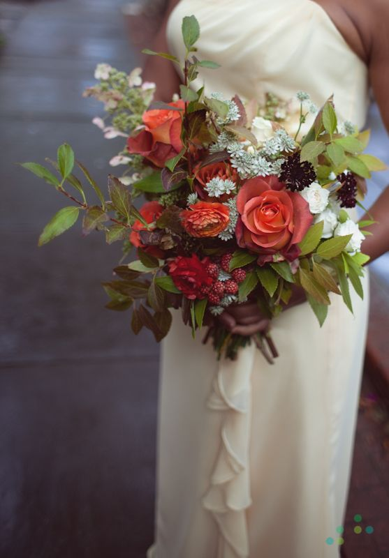 Photo by  Chellise Michael Photography  / Floral:  Saipua