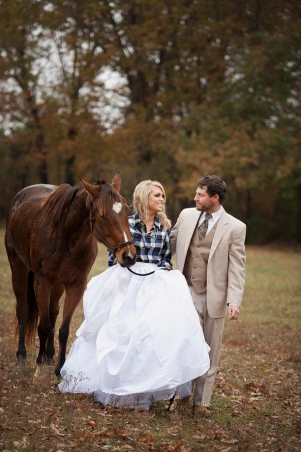 Photo by  Melissa McCrotty  via  Rustic Wedding Chic