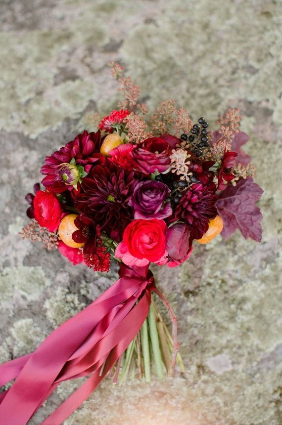 Photo by  Ruth Eileen Photography  / Floral:  Wild Folk Studio