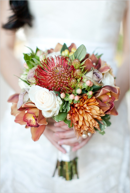 Photo by  Elizabeth in Love  via  Wedding Chicks  / Floral:  Roots Floral and Event Design