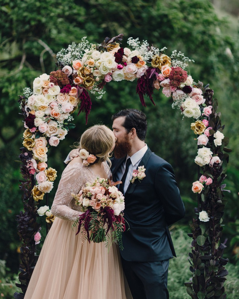 Stunning Wedding Arches: How to DIY or Buy Your Own — Wedpics Blog