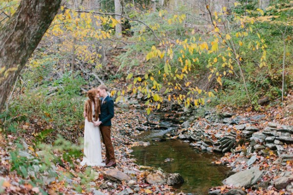 Photo by  Jodi Miller Photography  via  Green Wedding Shoes