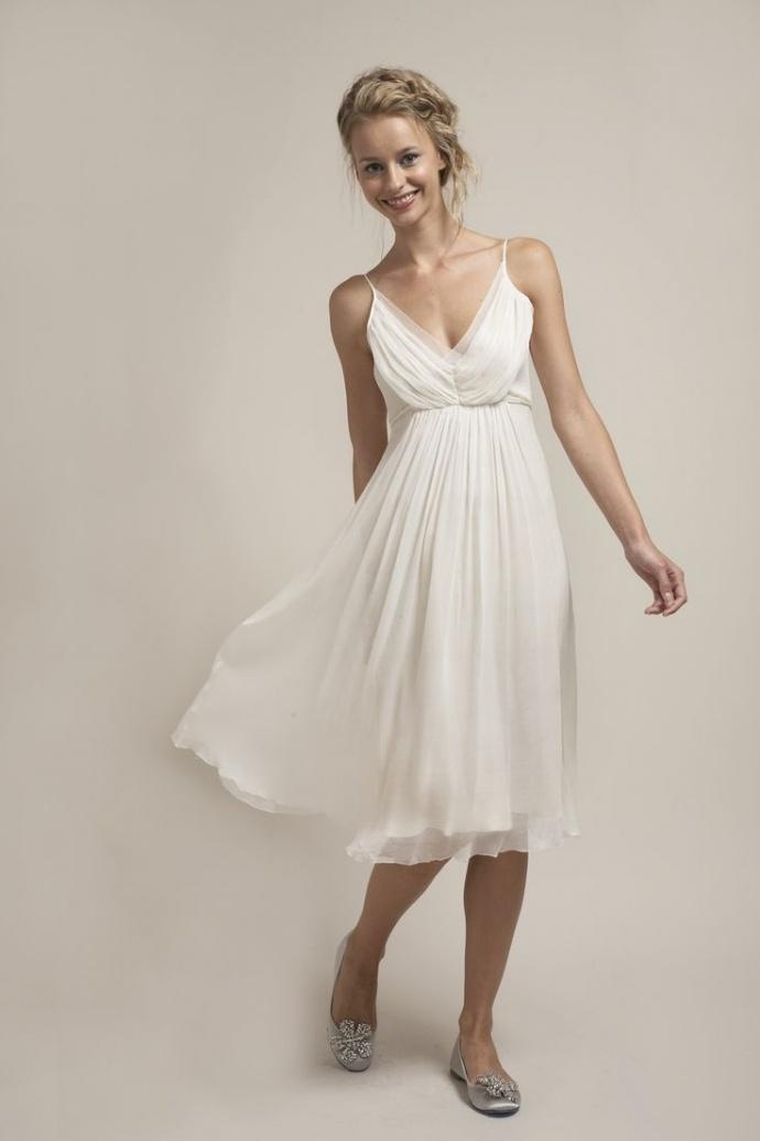 5f5f013eb7 50 Incredible non-traditional wedding dresses under $500! — Wedpics Blog