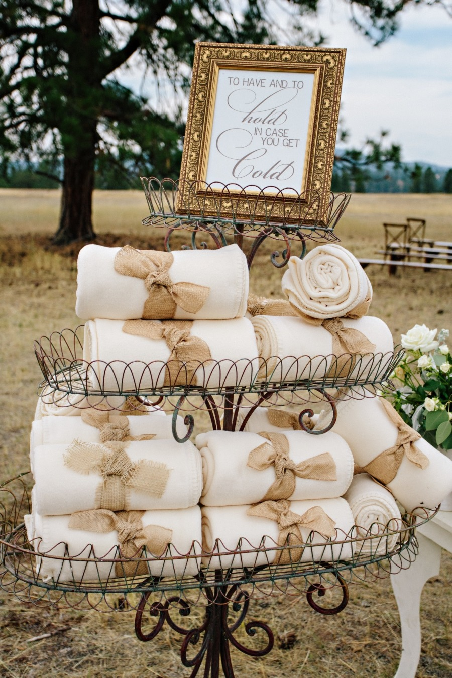 Festive wintry & New Year\'s Eve wedding favor ideas — Wedpics Blog