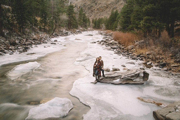 Gorgeous and cozy mountain engagement. Using a blanket as a prop is always a good idea