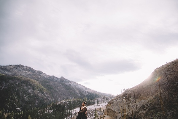 Love this sweet and rustic cozy mountain engagement. The couple is so cute and their pose ideas are perfect!