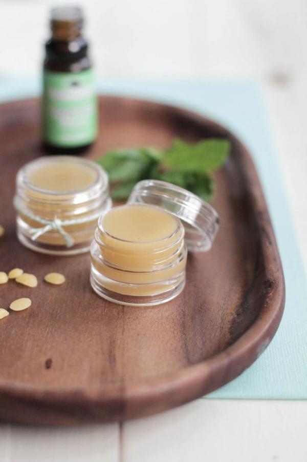 DIY Gift // peppermint lip balm