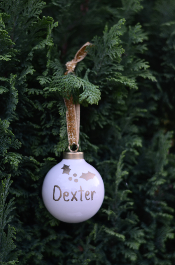 These simple but cute holiday ornaments are perfect to DIY for your winter wedding escort cards and wedding favors!