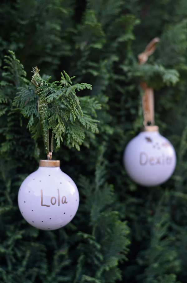 these simple but cute holiday ornaments are perfect to diy for your winter wedding escort cards and wedding favors
