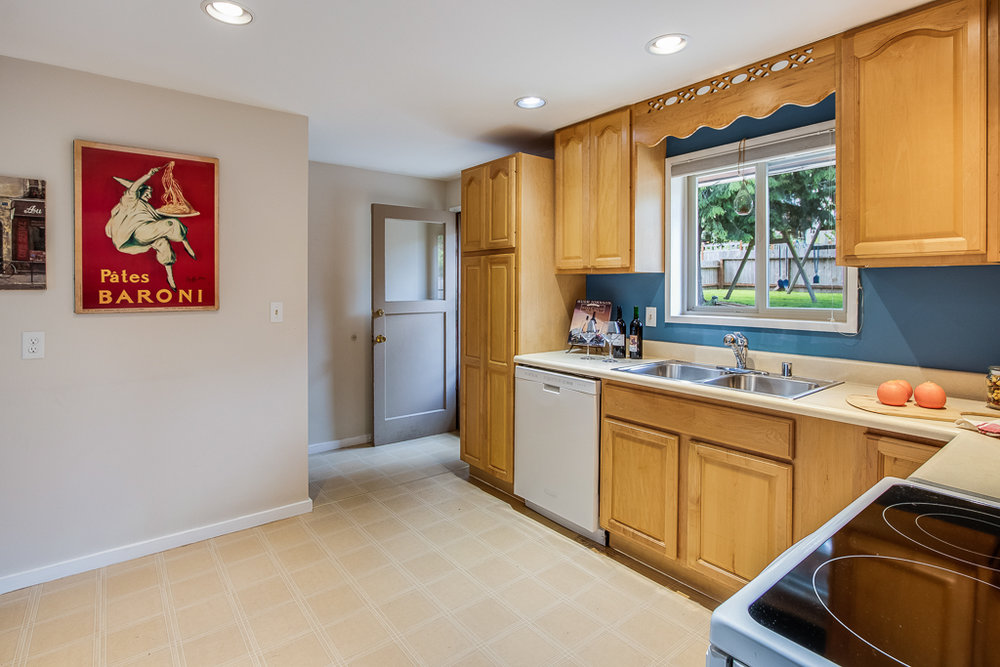 kitchen2-7248-MLS.jpg