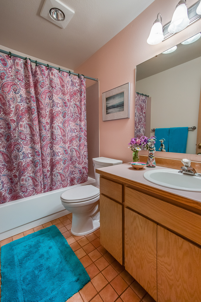 bath2-8142-MLS.jpg