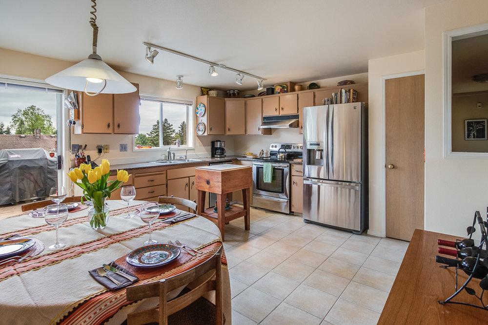 kitchenDining-8252-MLS.jpg
