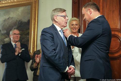 Polish+medal+Gov+House_180818.jpg