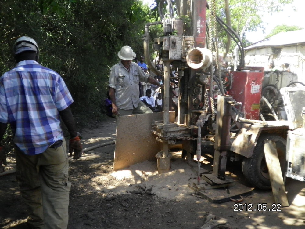Drill Well in Colminy 5.2012 (4).JPG