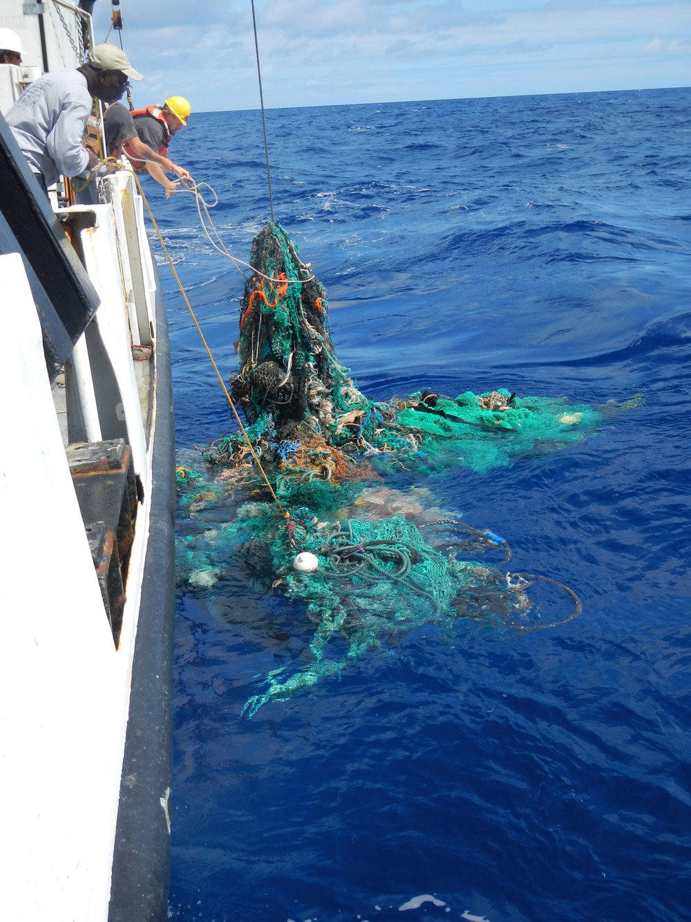 toc-megaexpedition-ghostnet-retrieving-lowres.jpg