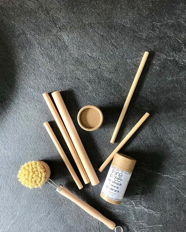 #zerowaste your kitchen and bathroom with products that are made with natural materials and ingredients — Bamboo straws from @bamboostrawgirl ; Locally made zero waste deodorant from @pongfreepits (this smells amazing!); Dishwash brush from @nakednature.co  _ Thank you @backtogroundzero for bringing all these amazing brands together.  #reducecarbonfootprint #supportlocal #allnatural #zerowastekitchen #circulareconomy #compostablepackaging