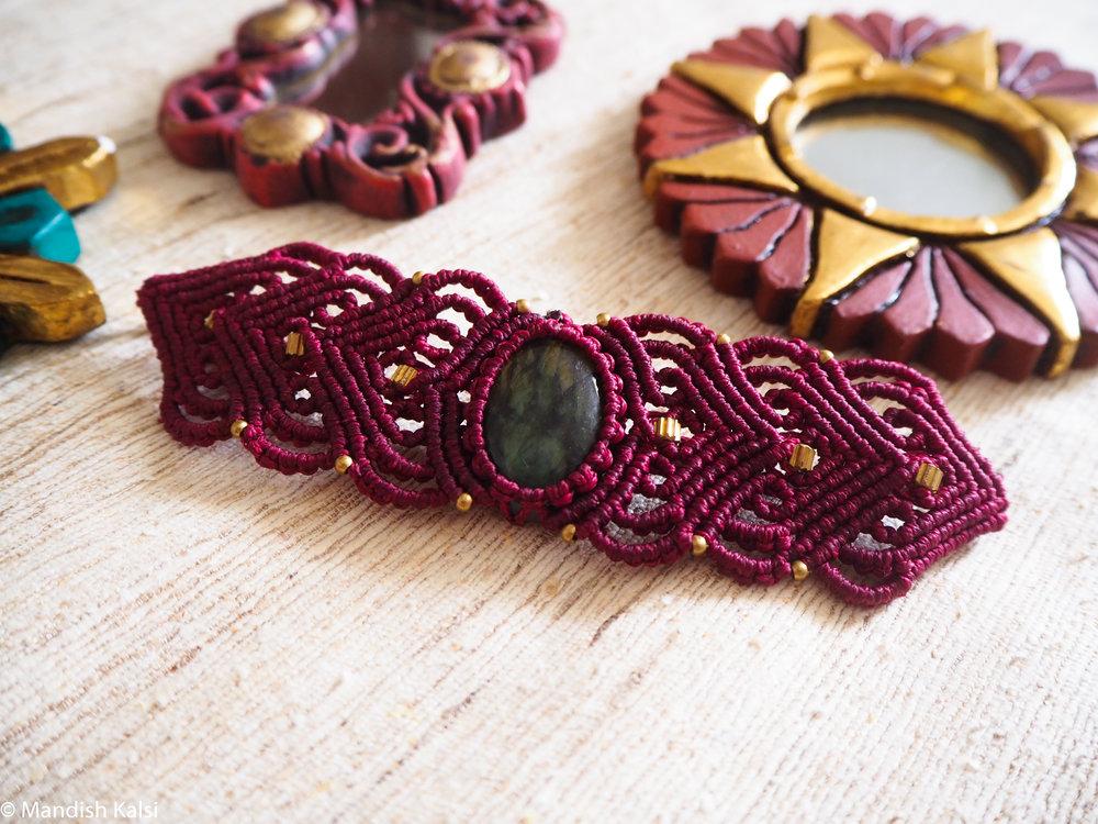 Diasha bracelet  Cherry macrame with Labradorite stone.
