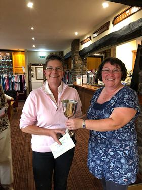 Sarah Parker of Cradoc GC receiving the L Griffiths Trophy for Best Gross from Cradoc Captain, Steph Jenkins