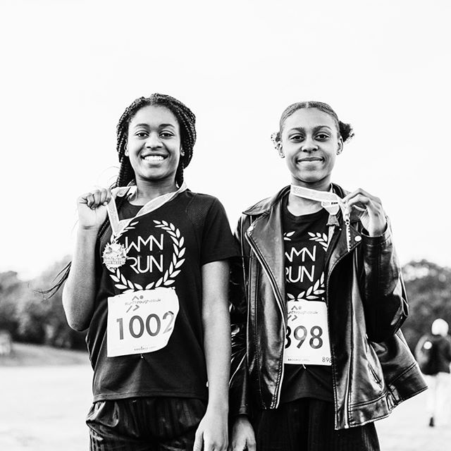 #fbf to when our friends @wmnrun helped a group of schoolgirls train together for their first 10K this spring #fridayinspiration 🤙🙏 ⠀⠀⠀⠀⠀⠀⠀⠀⠀ Join Amelia, Sorrell and co at 7am every Friday morning for #fridaymorningmiles 🙌 ⠀⠀⠀⠀⠀⠀⠀⠀⠀ #wmnrun #london #lifeontherun #mile27