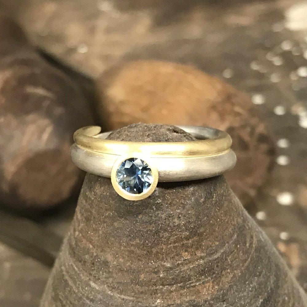 MN4 - Silver, Gold, Blue Sapphire Ring  Size K