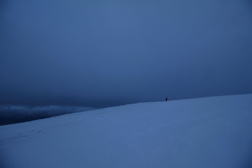 Trudging across a murky summit plateau from the top of Castle Ridge to the summit of the Ben.