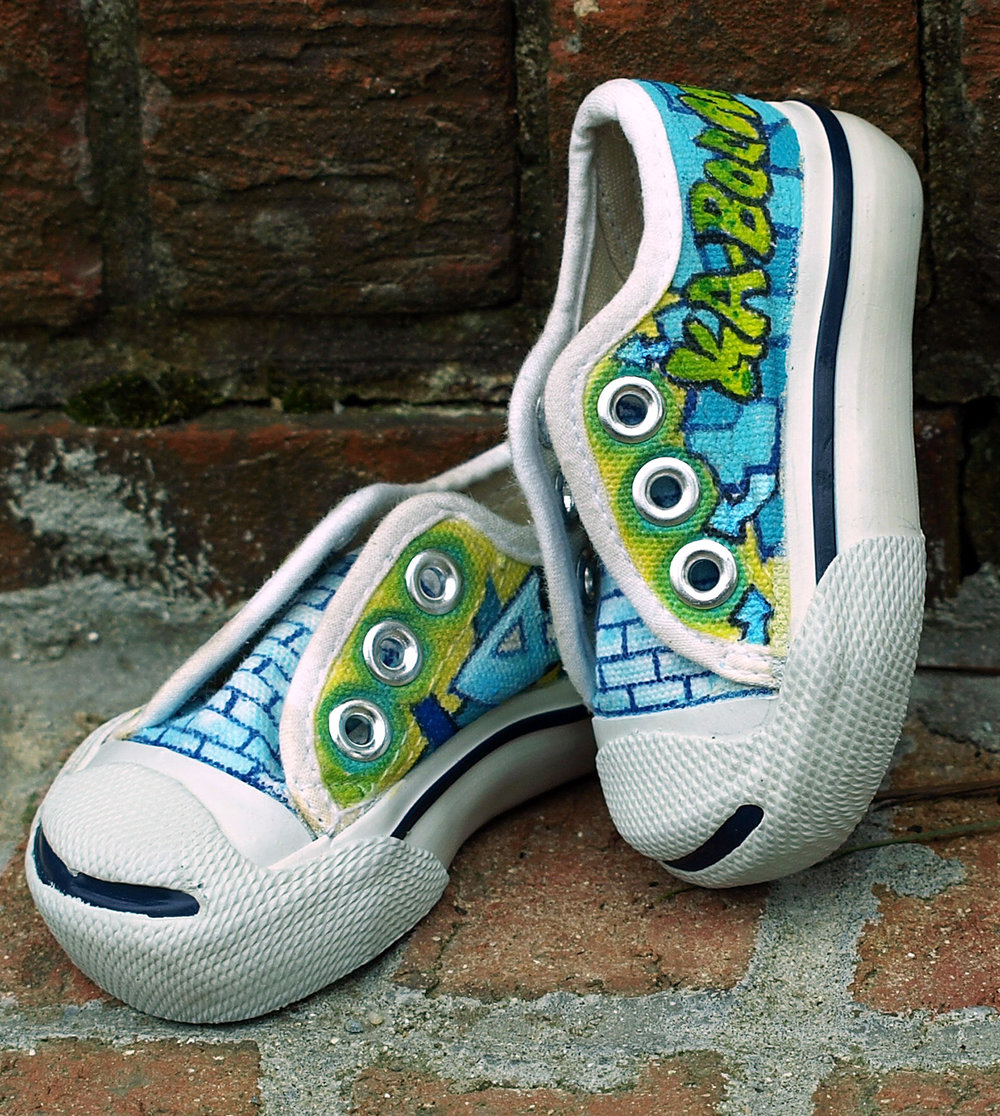 Baby shoes painted with Textile Color