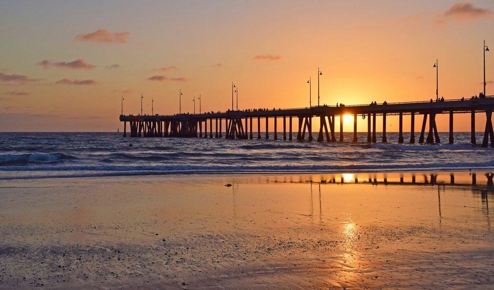 bigs-Sunset-at-Venice-Beach-Pier-72752938-Large-e1486590988101.jpg